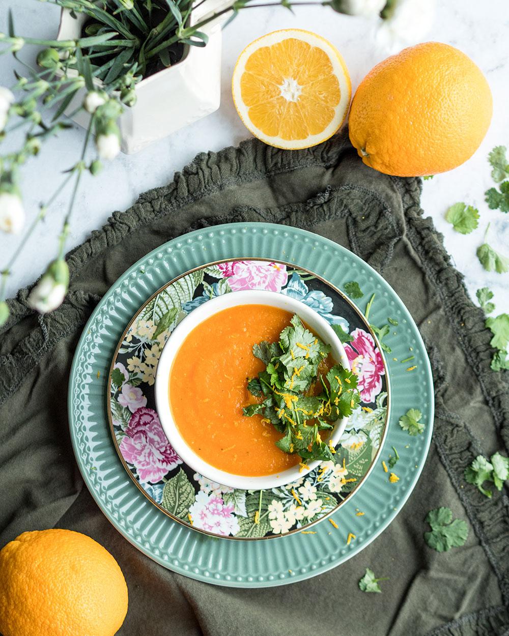 Porkkana-appelsiinikeitto korianterilla